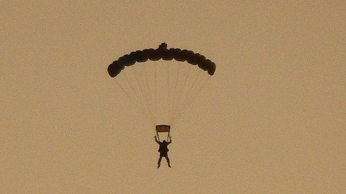 Tabrakan di Udara, Penerjun Payung Legendaris Tewas Usai Parasut Gagal Terbuka