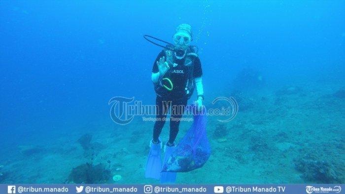 Menikmati Alam Bawah Laut di Pantai Malalayang Manado Sambil Lakukan Aksi Peduli Lingkungan