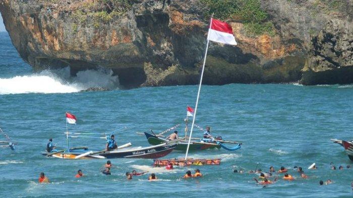 Upacara 17an di Tengah Laut Buktikan Kawasan Pantai Selatan di Jogja Sudah Aman Dikunjungi