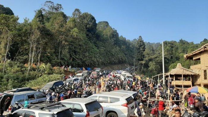 Pengunjung Negeri di Atas Awan Lebak Banten Membludak Saat Liburan Akhir Pekan