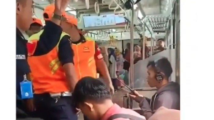 Video Penumpang KRL Merokok dengan Santai dalam Gerbong Viral di Medsos, Dipaksa Petugas Keluar