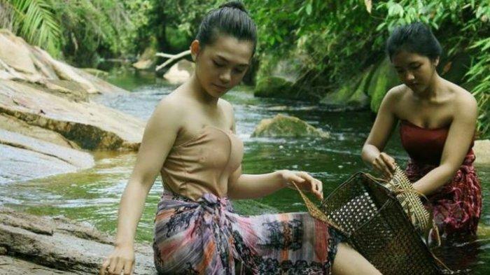 Mandi Abalisi, Tradisi Perempuan Dayak Bersikan Diri Agar Terhindar Marabahaya Ini