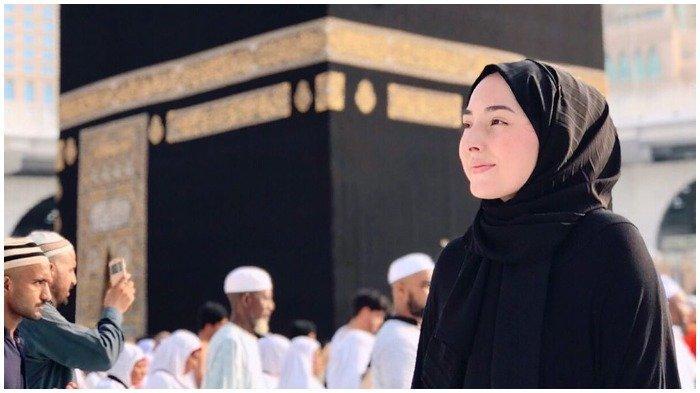 Siapkan 10 Perlengkapan Umrah Wanita Sebelum Berangkat ke Mekkah