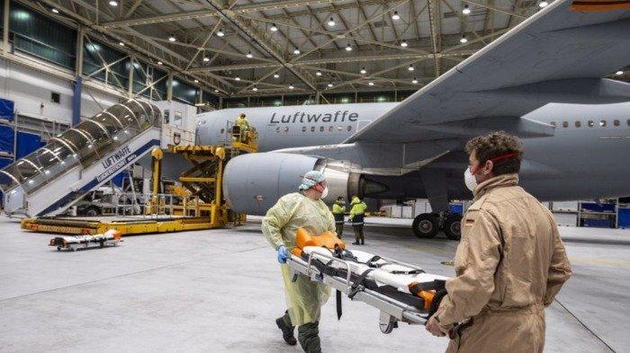 Foto-foto Pesawat yang Disulap jadi Rumah Sakit Intensif untuk Tangani Pasien Corona di Italia