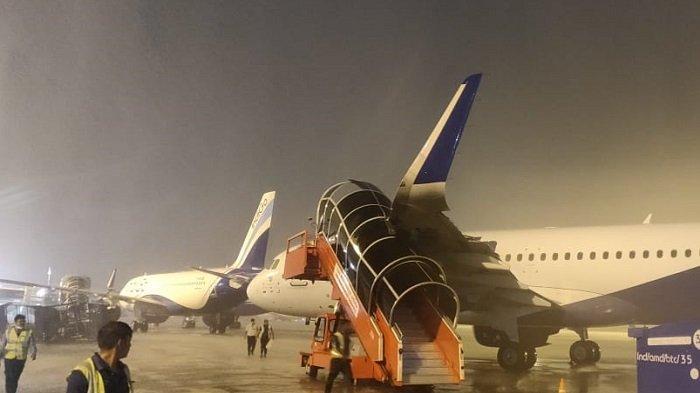 Badai Petir Bikin Kacau Bandara, 5 Pesawat Dilaporkan Rusak