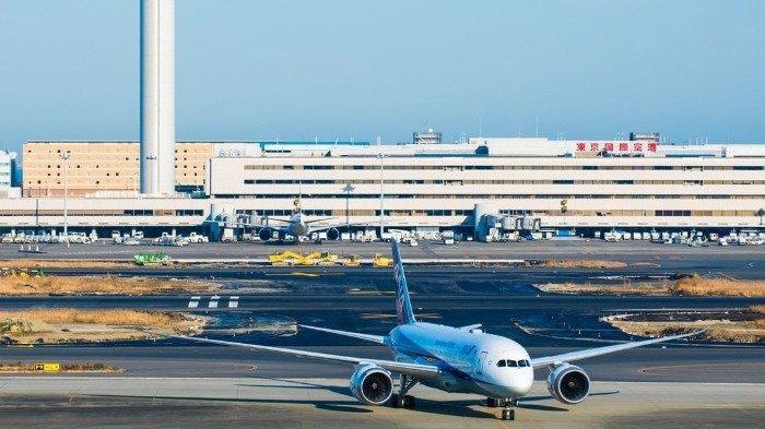 Pesawat di Bandara Internasional Haneda, Jepang