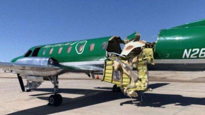 Pesawat Ini Berhasil Mendarat setelah Bertabrakan dan Hampir Terbelah di Udara