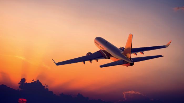 Terungkap! Ini Alasan Kenapa Lampu Pesawat Selalu Meredup Sebelum Take Off ataupun Landing