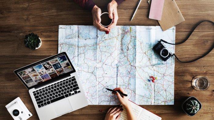 Ilustrasi menentukan destinasi untuk berwisata