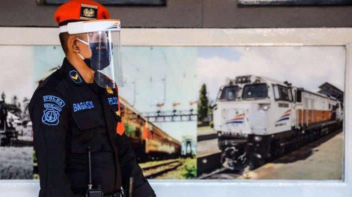 Penumpang Kereta Api Jarak Jauh Wajib Pakai Face Shield