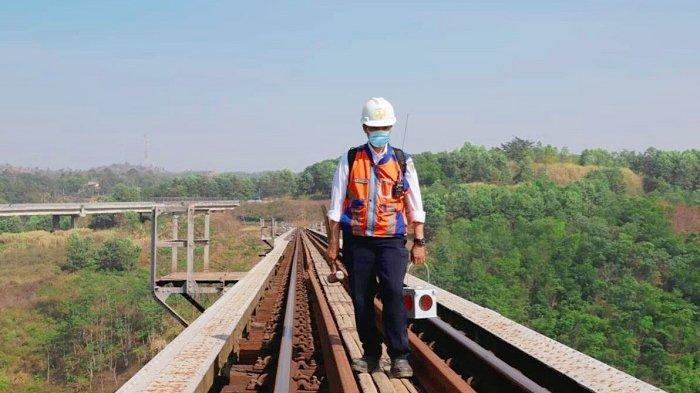 Mengenal Profesi Petugas Pemeriksa Jalur, Pekerjaan Menantang yang Punya Peran Vital di KAI