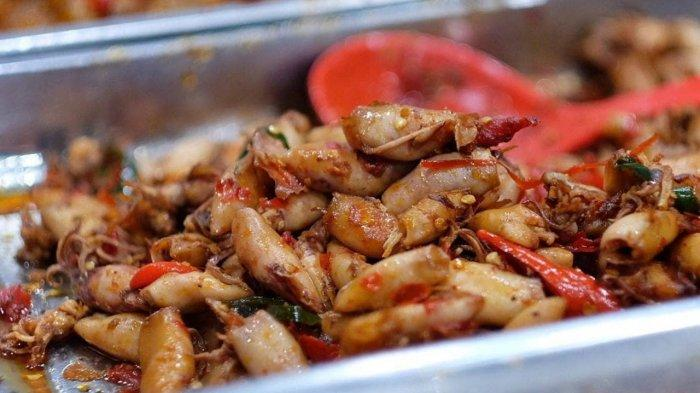 7 Kuliner Malam di Jakarta Barat yang Terkenal Enak, Pilihan Lauk di Nasi Uduk Ibu Sum Lengkap