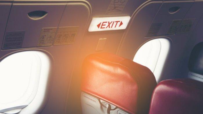 Hindari Petugas Keamanan Bandara, Pria Ini Nekat Turun Lewat Pintu Darurat