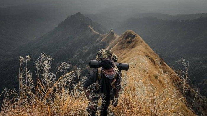 Pelajar SMA Jatuh Terpeleset di Puncak Gunung Piramid Usai Berfoto, Keberadaannya Masih Dicari