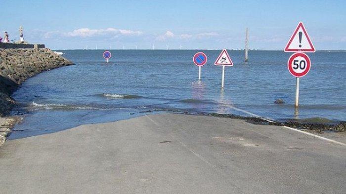 8 Potret Jalan Paling Berbahaya di Dunia, Termasuk Jalanan yang Selalu Banjir 2 Kali dalam Sehari