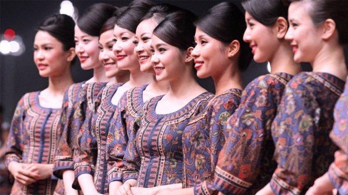 5 Maskapai Ini Gunakan Motif Batik dan Songket untuk Seragam Pramugari