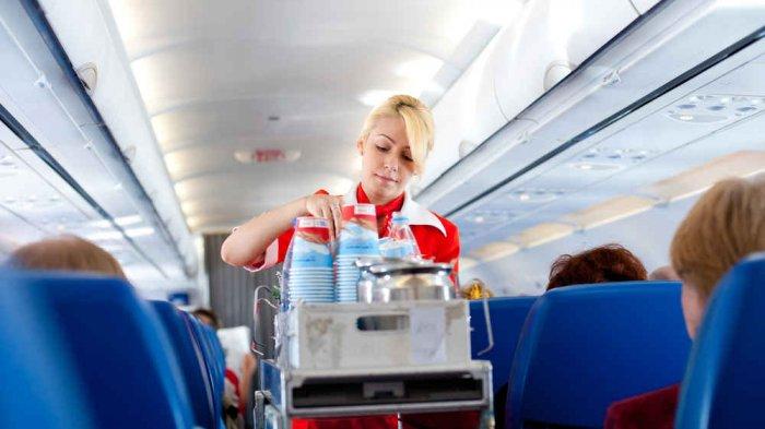 Mantan Pramugari Ungkap Cara Dapatkan Minuman Gratis di Pesawat, Ternyata Cukup Mudah