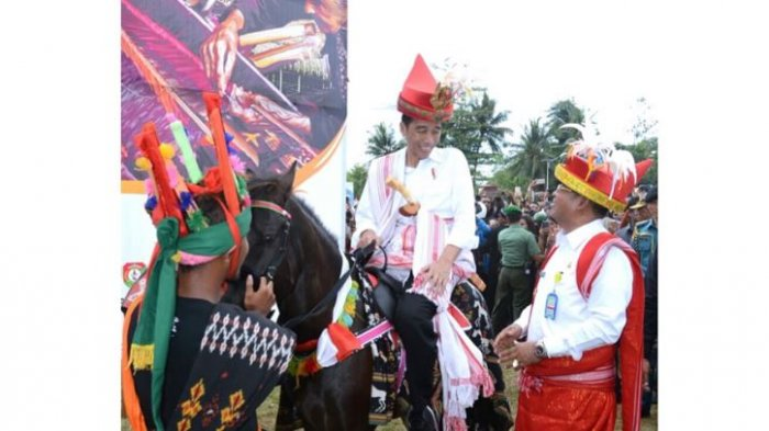 Joko Widodo Tulis Kata Ini di Unggahan Foto Parade Kuda Sandelwood, Netizen: Gaul Banget Sih, Pak