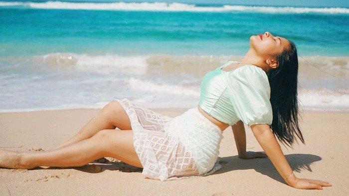 Potret cantik Prilly Latuconsina saat liburan di Bali.