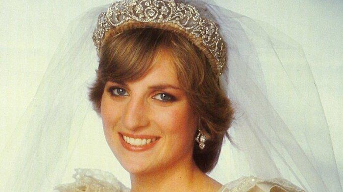 Princess Diana Memorabilia - Sang Putri Tampak Bersinar dalam Potret Pernikahan Formalnya, Juli 1981