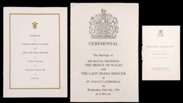 program Ceremonial and Order of Service yang dicetak untuk pernikahan di Katedral St Paul, dan menu Royal Wedding Breakfast dan program tempat duduk meja untuk Istana Buckingham