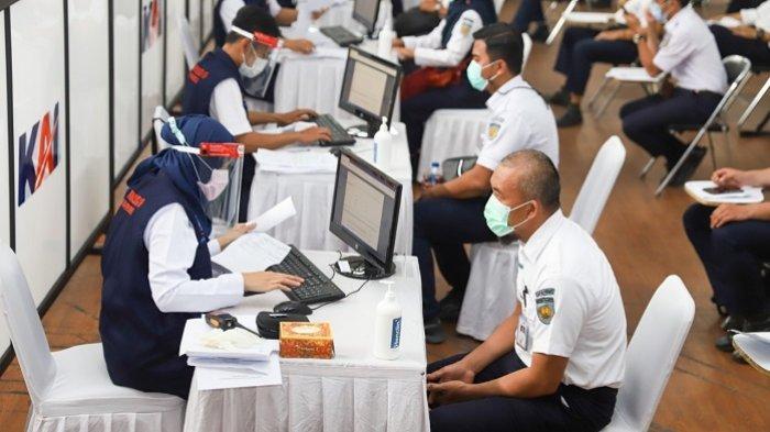 Tingkatkan Kepercayaan Pelanggan, PT KAI Lakukan Vaksinasi Massal ke 5 Ribu Pegawai di Bandung