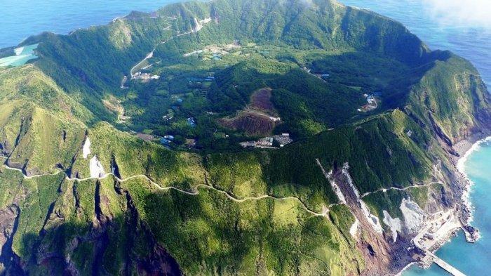 Penduduk Pulau Aogashima, Jepang Tinggal di Tempat Ekstrem Kawah Gunung Berapi