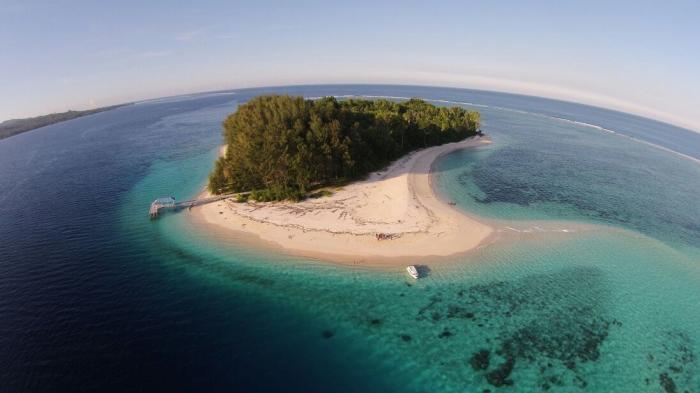 Traveling Morotai - Nggak Cuma Main Air, Inilah 5 Hal yang Wajib Dilakukan di Maldives-nya Indonesia