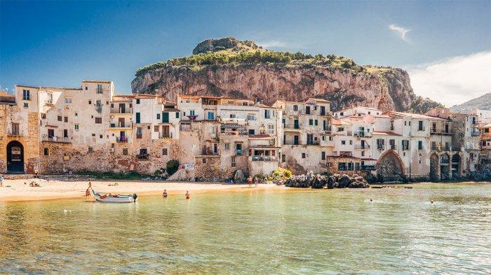 Pulau di Italia Bakal Bayar Turis yang Berkunjung ke Sana