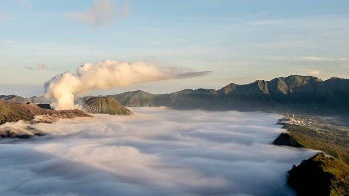 10 Tempat di Indonesia yang Disebut 'Negeri di Atas Awan'
