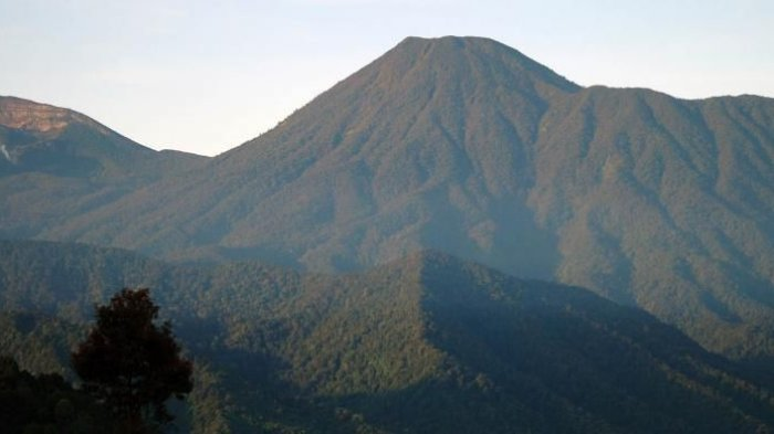 puncak-gunung-pangrango_20170410_074434.jpg