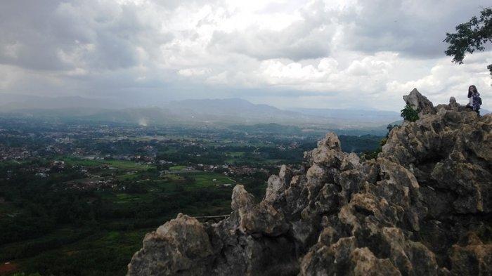 5 Wisata Gunung di Bogor untuk Pendaki Pemula, Ada Gunung Batu Jonggol hingga Puncak Lalana