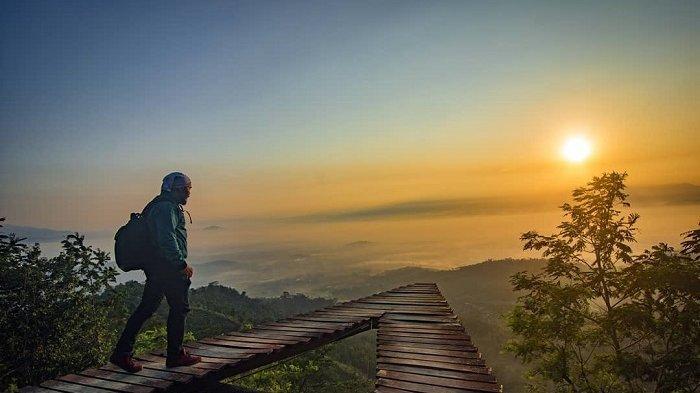 Punthuk Mongkrong, Tempat Melihat Sunrise dan Sunset di Magelang