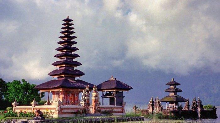 Pura Ulun Danu Beratan, Tempat Wisata Religi di Bali yang Bisa Dikunjungi Saat Hari Raya Galungan