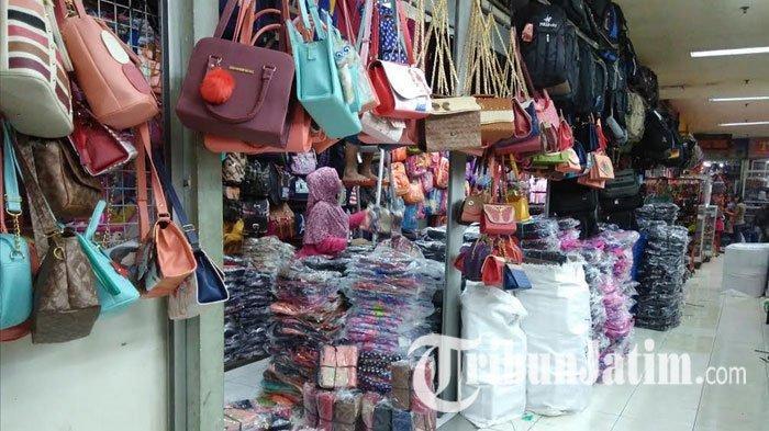 Salah satu tempat berbelanja baju lebaran di Surabaya adalah Pusat Grosir Surabaya.