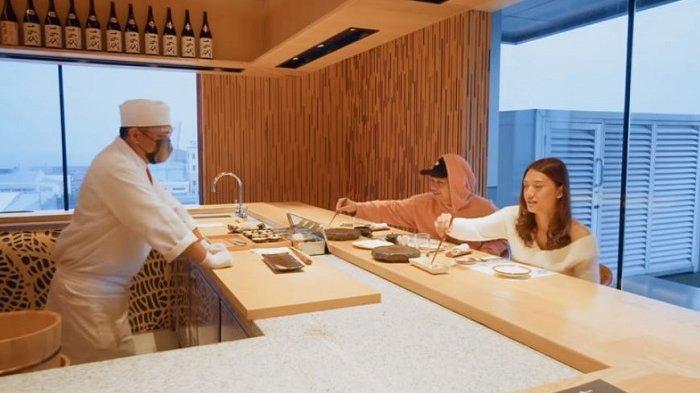 Raditya Dika Kulineran Sushi Termahal di Jakarta, per Orang Bayar Rp 3,5 juta