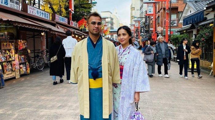 Liburan Artis - Raffi Ahmad dan Nagita Slavina Traveling ke Jepang, Berfoto Mesra di Tokyo