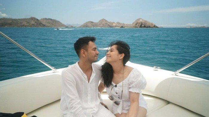 Potret Raffi Ahmad hingga Maia Estianty Berlayar Naik Kapal Mewah saat Liburan di Labuan Bajo