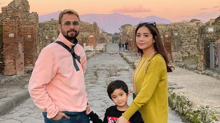 Potret Raffi Ahmad dan Nagita Slavina saat liburan, Selasa (11/2/2020).
