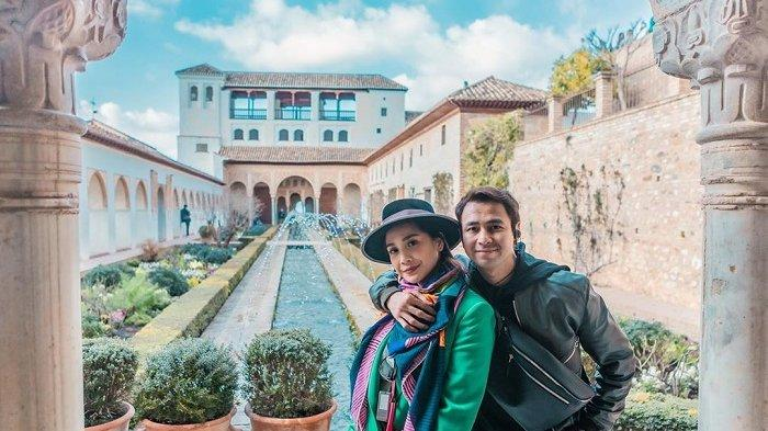 Raffi Ahmad dan Nagita Slavina saat berada di Granada, Spanyol.