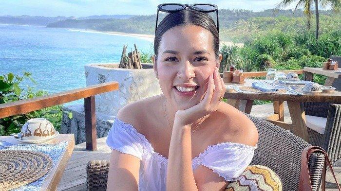 Unggah Foto Liburan di Sumba, Raisa Curi Perhatian Warganet