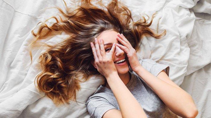 Wah, Kesalahan Ini Pasti Sering Kamu Lakukan Sebelum Tidur. Bikin Rambut Rusak!