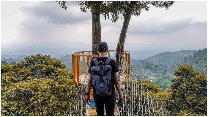 Jembatan gantung di Ranggon Hills