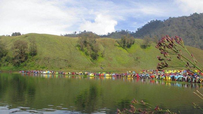 Suasana Ranu Kumbolo di Gunung Semeru, Jawa Timur