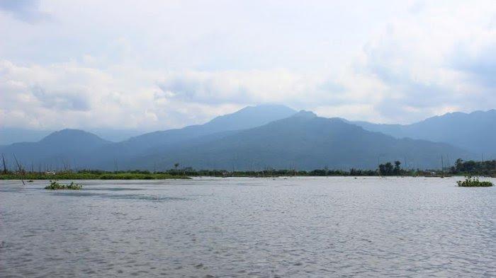 Rawa Pening yang terletak di Desa Kebondowo, Kecamatan Banyubiru, Kabupaten Semarang.