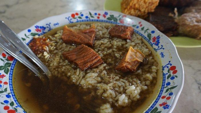 7 Street Food Terkenal di Surabaya, Mulai Bebek Tugu Pahlawan hingga Tahu Telor Pak Jayen