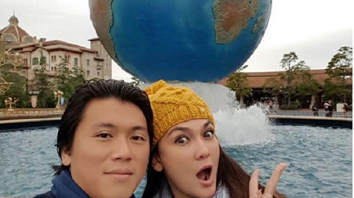 Luna Maya - Jalan-jalan di Italia Bareng Pacar, Netizen Malah Komentari Baju Artis Ini