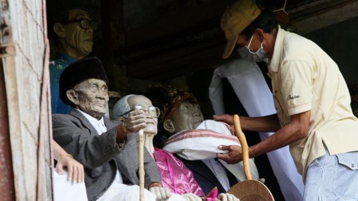 Makna Mendalam di Balik Tradisi Ma'nene, Ritual Mengganti Pakaian Mayat di Tana Toraja