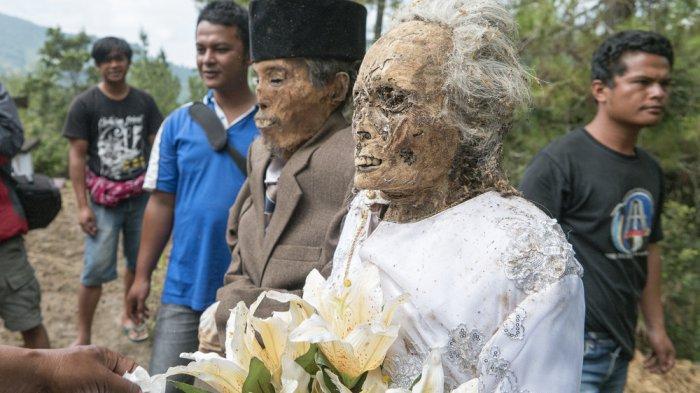Terlihat Ngeri, Ritual 'Hidupkan Kembali Jasad Leluhur' Ma'nene di Tana Toraja Punya Makna Mendalam