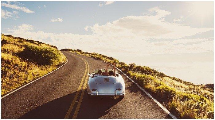 Pilih 'Road Trip' Saat Traveling? Catat 6 Barang yang Tak Boleh Ditinggal di Dalam Mobil